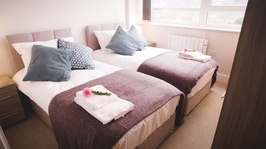 * Need A Place To Stay In Welwyn? * 2 Bedrooms *