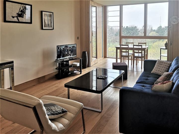 2 Bedroom Sunny Private Apartment, both Ensuite!
