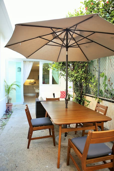 West Elm Quality Outdoor Table and Chairs!