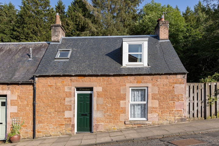 Charming 2 bed Cottage in the heart of Melrose.