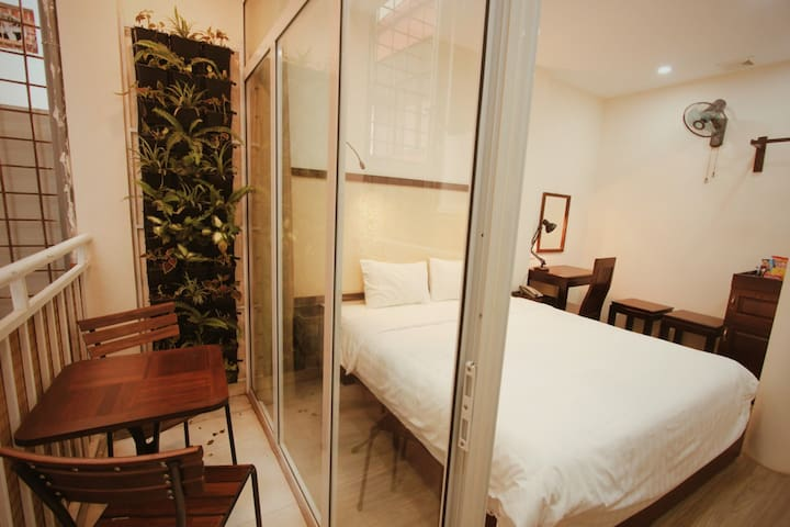 Ellogia Rusta, King-size bed, Balcony, 24/7 staff, tour discounts, Train street & Night market nearby, Hanoi Old Quarter  - managed by Hostesk