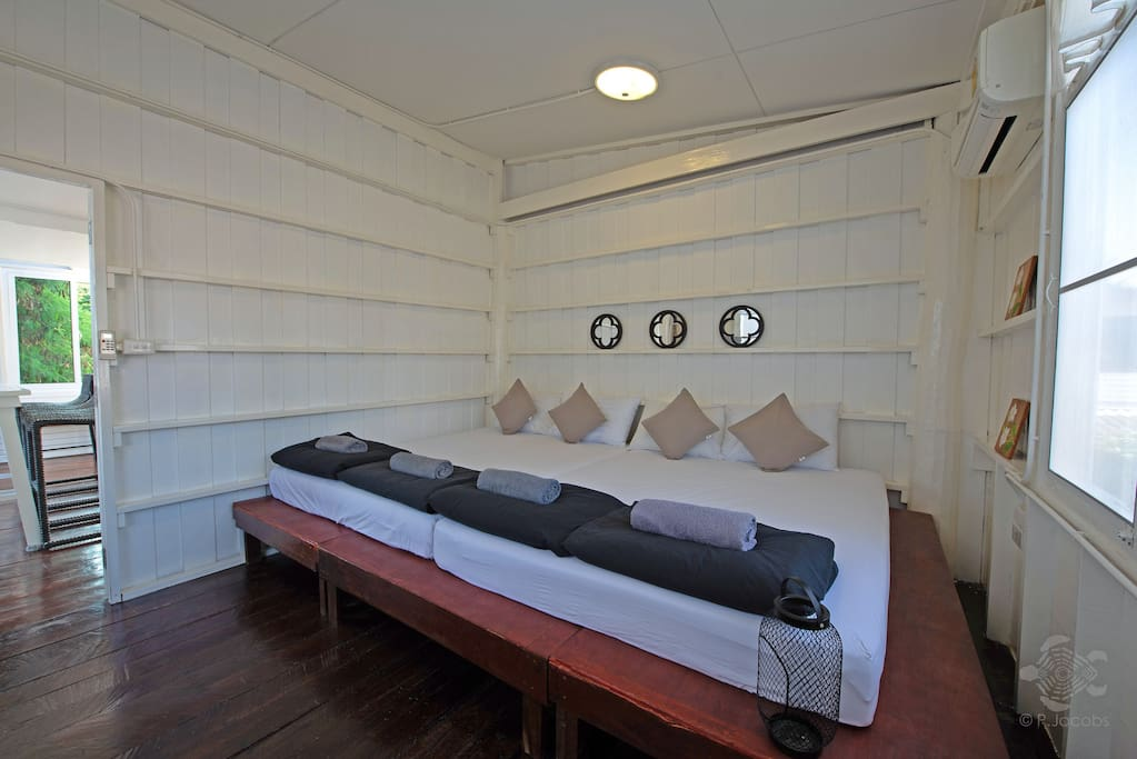 e provide 2 comfy queen size beds for 4 of your friends to rest peacefully