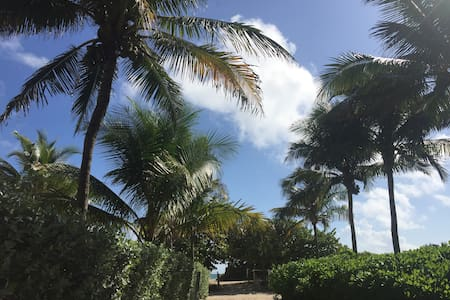 Steps from the beach, 2BD Surfside - サーフサイド