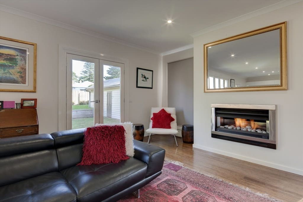 Pretty fire but more cosmetic than functional!  Central heating is throughout the home.