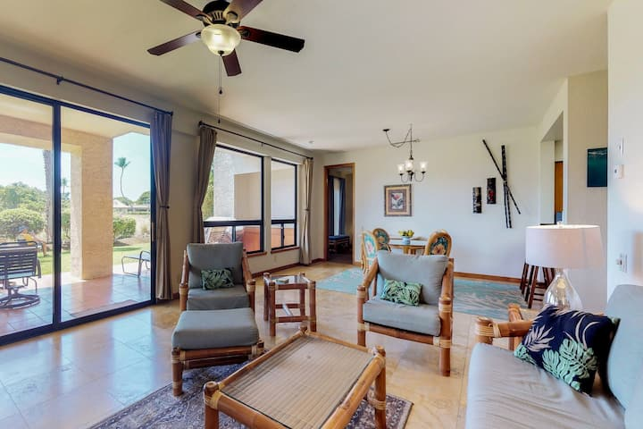 Corner condo on golf course w/lanai, pool/hot tub-great for couples