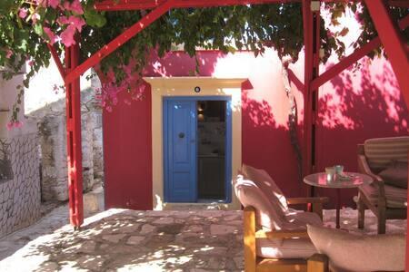 La Casa Rossa (ground floor studio)