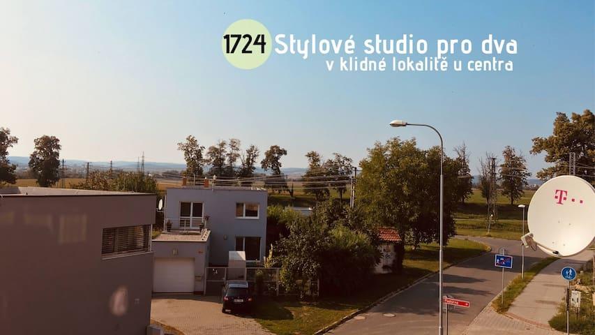 Stylové studio pro dva v klidné lokalitě u centra