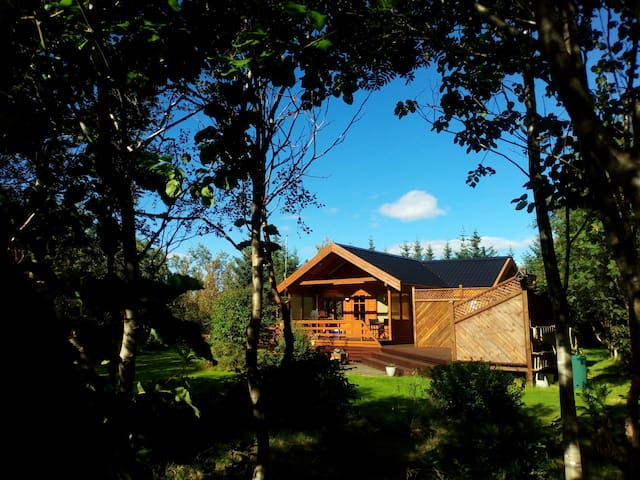 Golden Circle cabin with Hot tub - wifii - Aurora