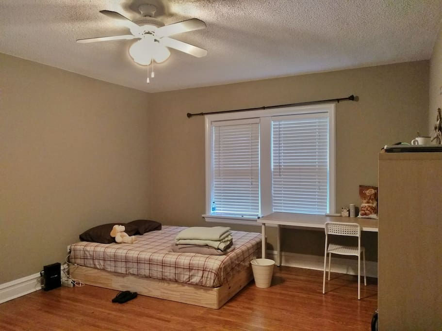Self Served Spacious Bedroom Private Bathroom Apartments