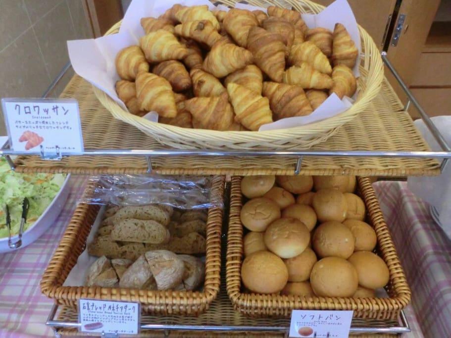焼きたてパンを毎朝ご提供Freshly baked bread every morning