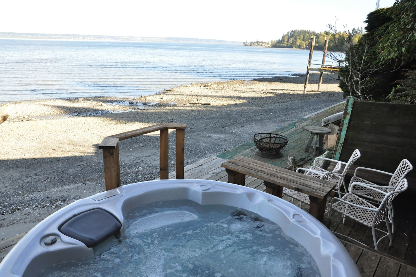 Hot tub by the beach is shared, but AirBnBers get first dibs!