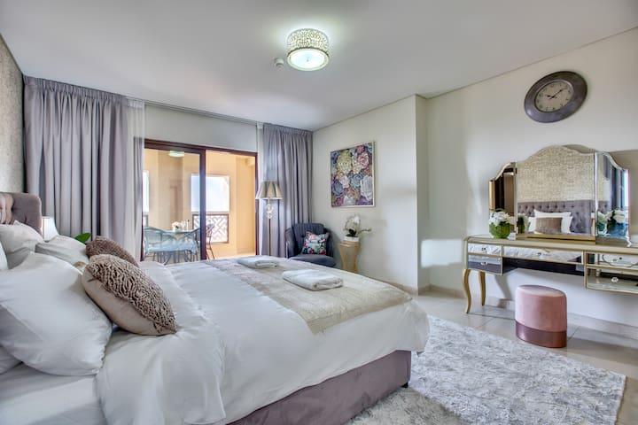 Breathtaking Sea View   Fashionable Palm Apartment