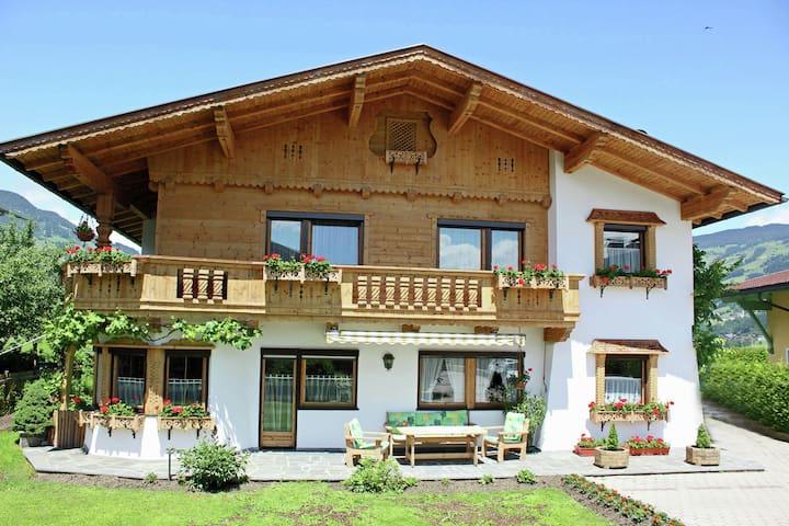 Verzorgd appartement in Tirol nabij de skibushalte