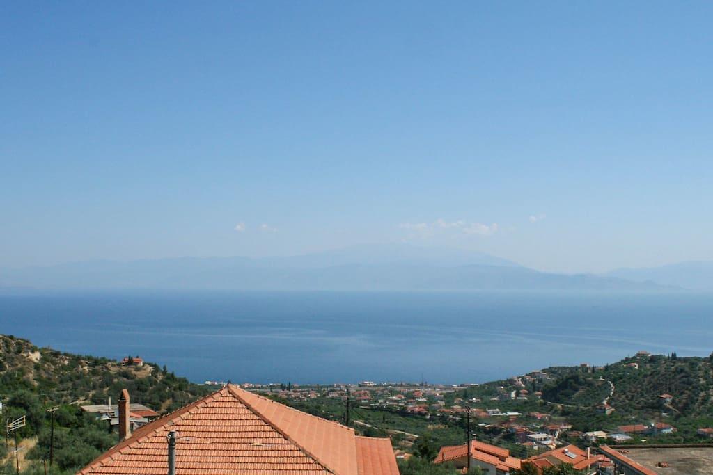 Η θέα από το μπαλκόνι.. Κορινθιακός κόλπος