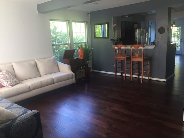 Cozy Oasis Near Quantico and i95 - Dumfries - Townhouse