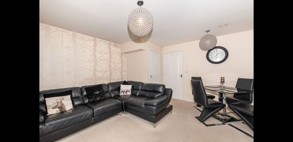 2 bed luxury home 3min walk from anfield⚽