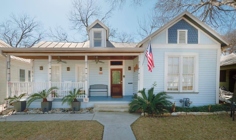 **Southtown Bliss- Easy WALK to Alamo & Riverwalk!