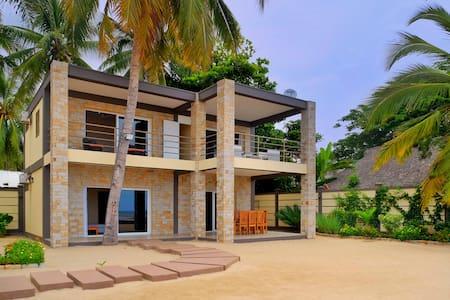 Superbe villa sur la plage