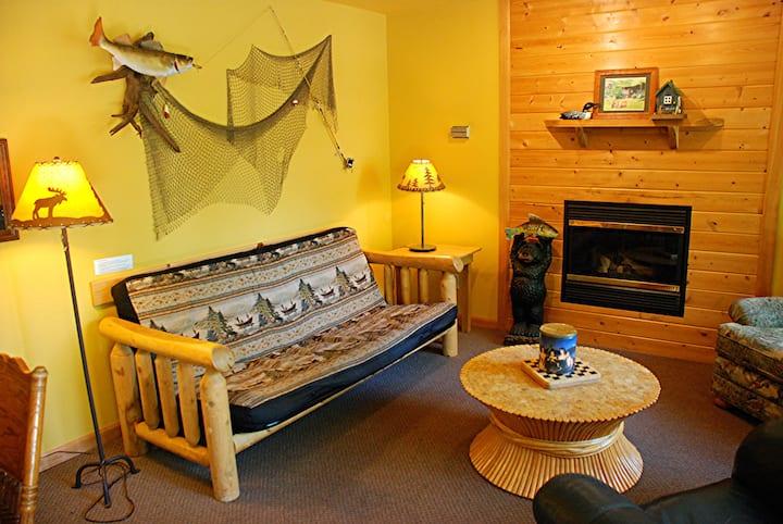Lakeside Cabin, Couples $199/night, whirlpool tub