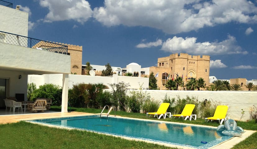 Beautiful villa by the Mediterranean Sea - Hammamet - Casa de camp