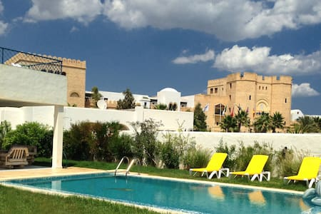 Beautiful villa by the Mediterranean Sea - Hammamet - Huvila