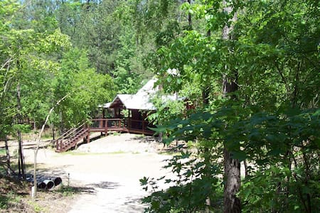 Sam Star-secluded/no pet fee/wifi/hottub/pooltable