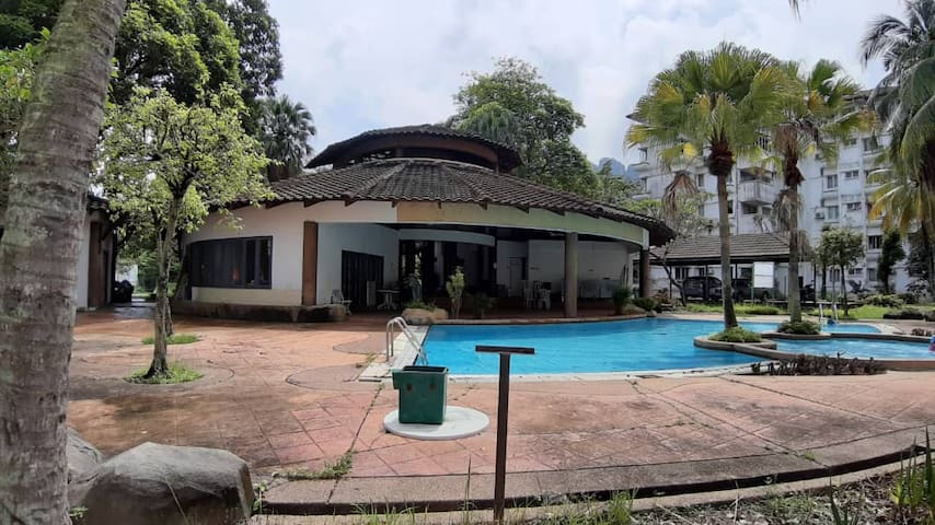 Nearby Zoo Negara and Melawati Mall