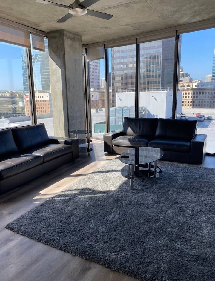 DTLA Luxury High-Rise, Entire Home, warm welcoming