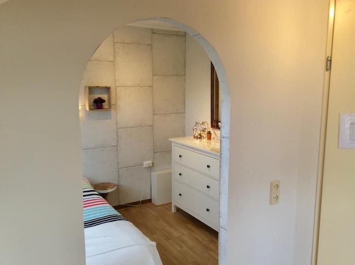 BREDA N-W, nice attic rooms, free parking