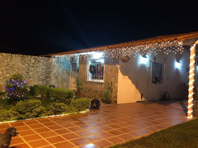 Cozy and Quiet House - Maturin - Apartament