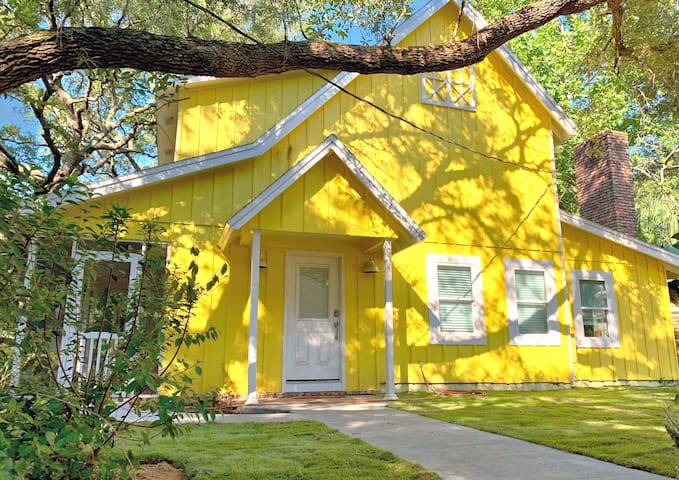 Welcome to the Sunflower House! A Gulf Coast family fun paradise!