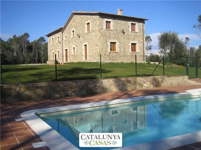 Spacious Catalan mansion in Banyoles, 35km from the Mediterranean coast - Gerona - Huis
