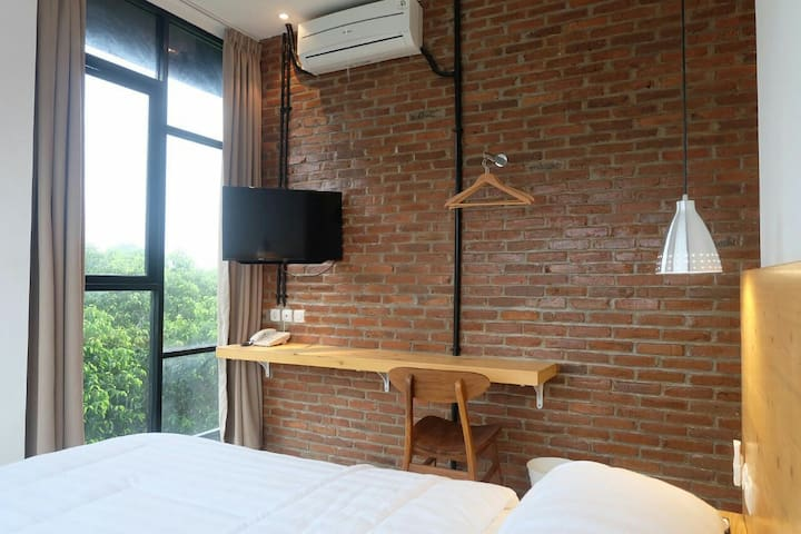 Modern-Nature Experience at URBANA HOMES - Duren Sawit - Bed & Breakfast