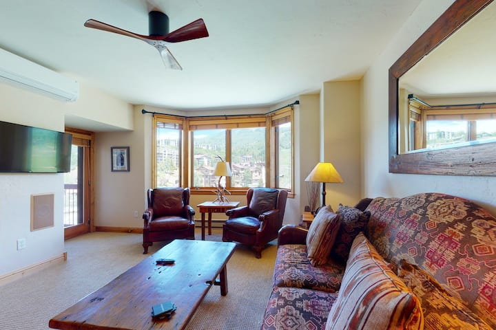Elegant ski-in/ski-out slopeside condo at the base w/shared hot tubs and pool
