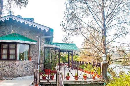 Family Lake View  Room @ Deja vu - Pura Stays - Naukluchiatal - Guesthouse