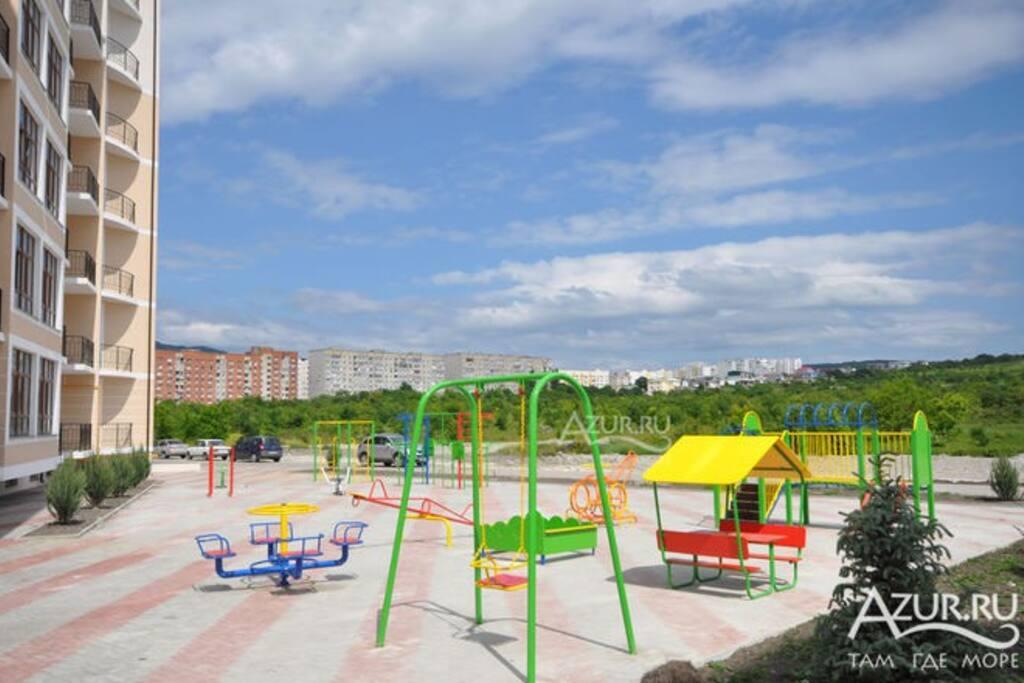 двор, закрытая детская площадка