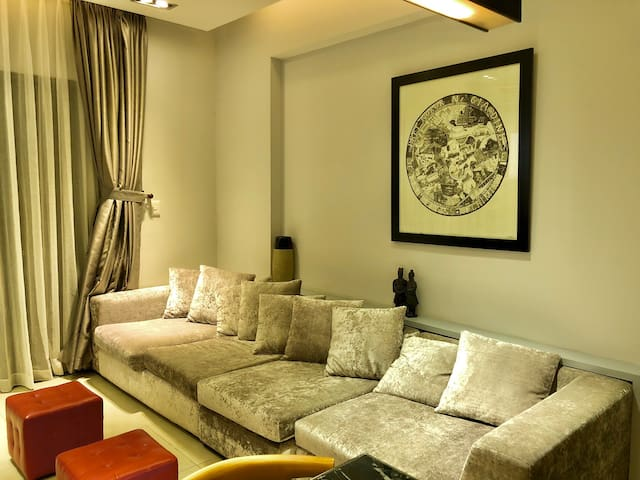 The Gem: Stylish~Modern Fully Furnished Apartment