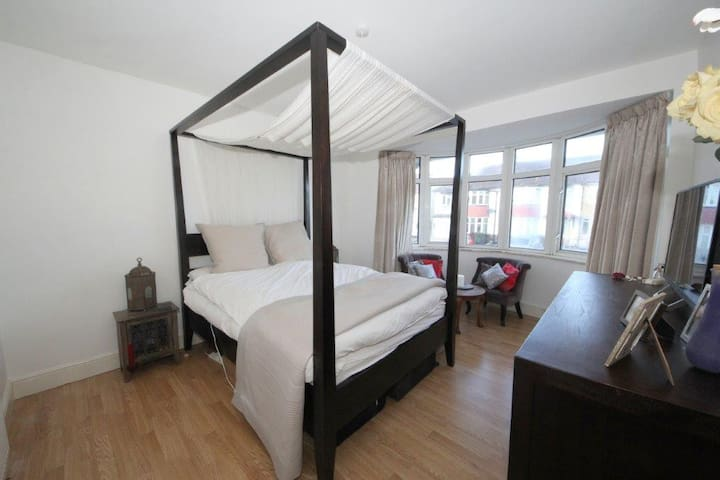 4 Poster-Bed - North London