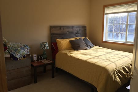 Cozy, Private Room, Close to Airport and MOA - Inver Grove Heights - Adosado