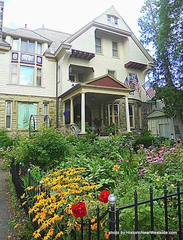 Sanctuary 1890 Apartment