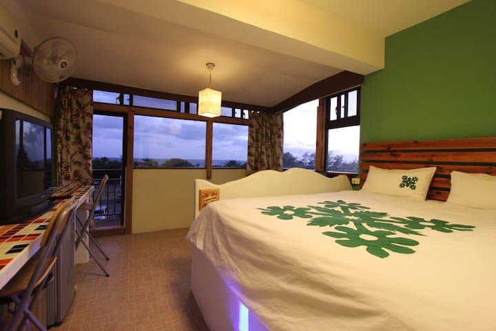 SeaView Room w/balcony (Maui Room)