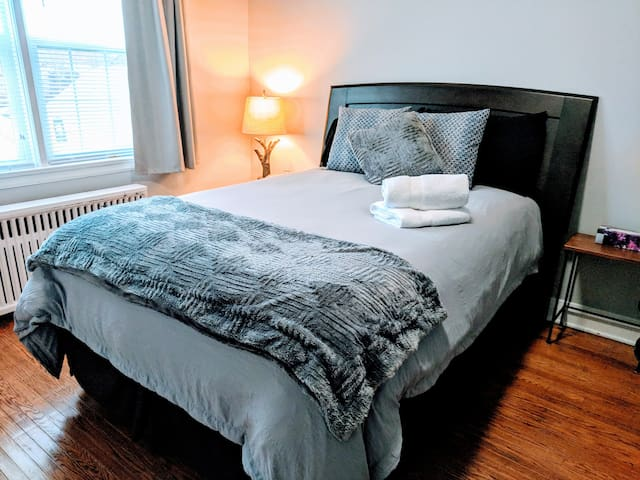 Private Apartment minutes from the Falls!