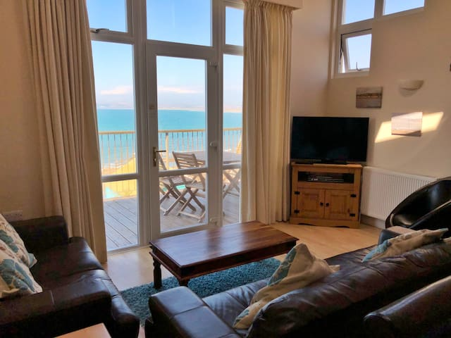 Beautiful 2 Bed House on the Sea Front