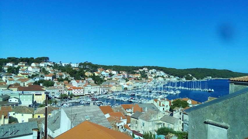 Cheerful downtown Apartment 2+2, WiFi, Garden - Mali Losinj - Loft