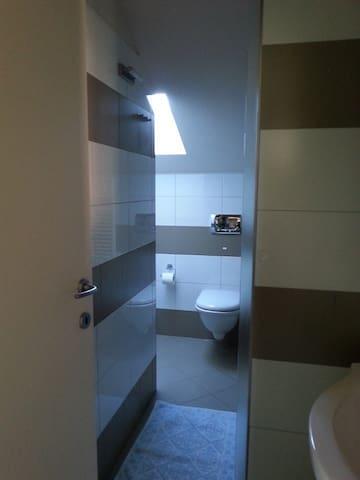 Monolocale (2p.) in attico mansardato. Mare a 50mt - Pietra Ligure - Departamento