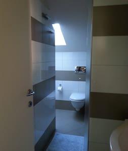 Monolocale (2p.) in attico mansardato. Mare a 50mt - Pietra Ligure - Apartment