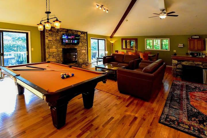 Mountain Cottage - Pool Table - Relaxing Space