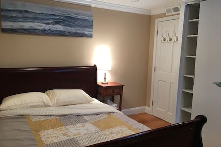 Lovely Private Room with free parking - Revere - Casa