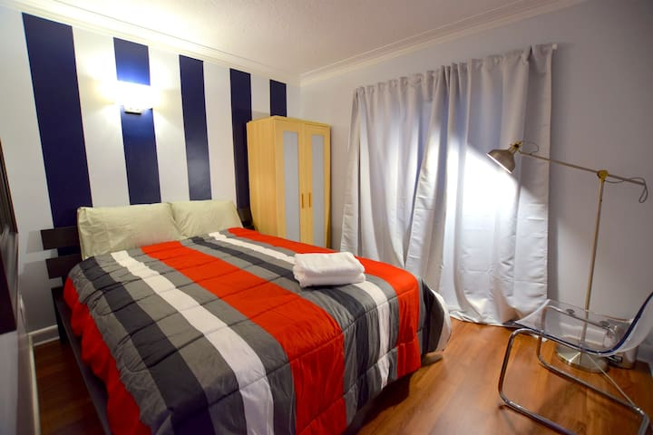 Bright Room, 1min-bus, 10' Airport, Yorkdale mall