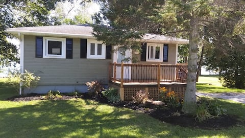 Water Front Cottage- ChamplainLakeQC